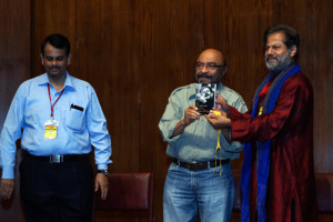 Govind Nihalani releasing Subodh Sarkar's poetry collection; Sachin Ketkar also seen