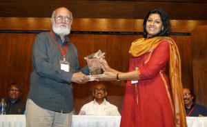 Nandiata das honouring Sitanshu Yashanchandra