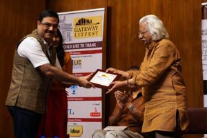 Ravi Subramanian felicitating Adoor Gopalakrishnan